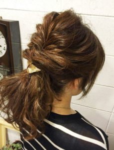 ストレートアイロンで作る波ウェーブのヘアアレンジ