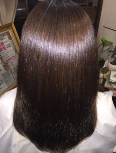 ダメージヘアに自然な艶を取り戻す方法とは